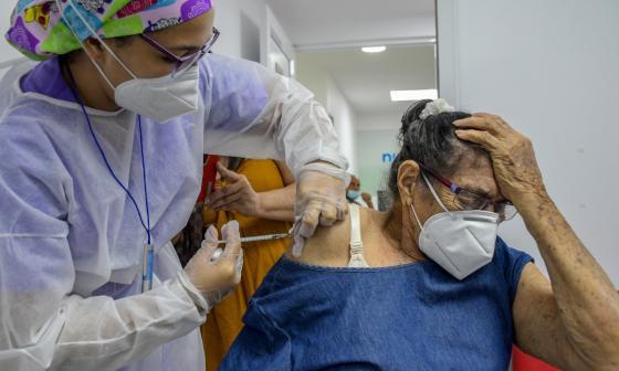 Alcaldía espera vacunar a 42 mil adultos mayores en tres semanas