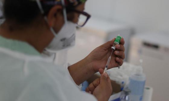 Colombia ya aplicó 693.490 dosis de vacuna contra covid