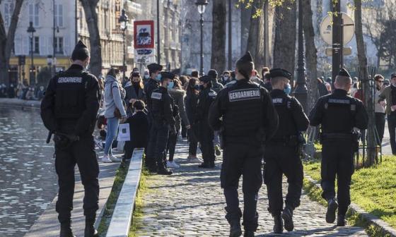 París y un tercio de Francia afrontan su tercer confinamiento en un año
