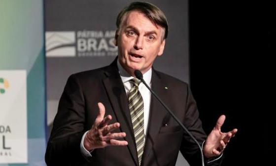 """Bolsonaro reitera que el confinamiento """"hace a los pobres más pobres y mata"""""""