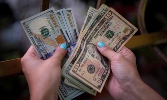 El dólar escala $39 en la primera jornada de la semana