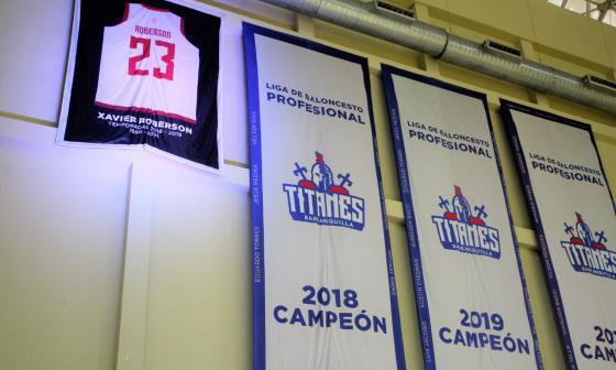 Titanes rinde homenaje a Xavier Roberson y retira su número en un banderín