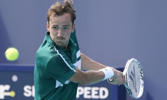 Medvedev impone su condición de favorito