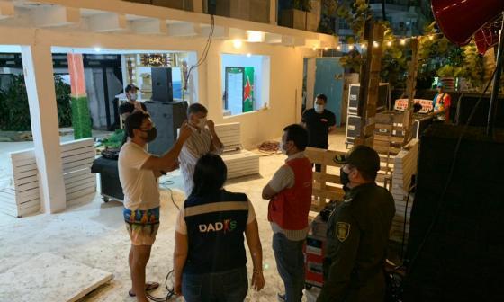 Alcaldía cerró bar y mini market en Cartagena