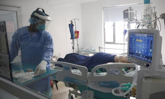 Número de muertos mundiales por covid-19 crece por segunda semana consecutiva