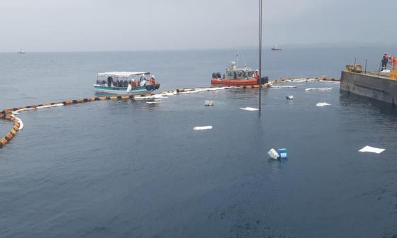 Descartan daño ecológico por vertimiento de sustancia química en el mar
