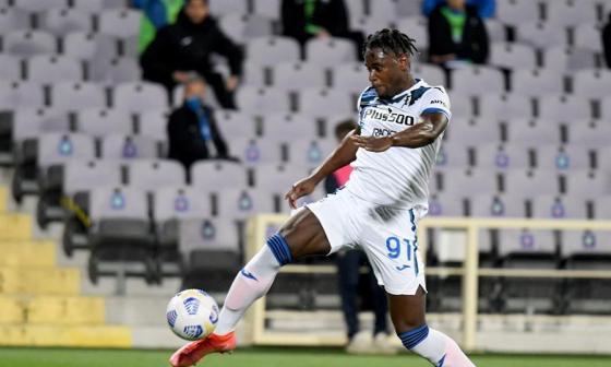 Duván Zapata marca doblete con el Atalanta