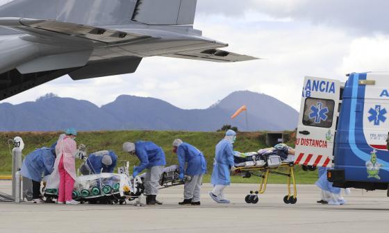 Fuerza Aérea Colombiana traslada pacientes covid
