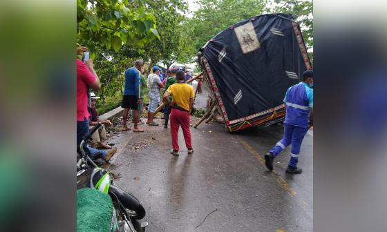 Colapsa puente en el sur de Córdoba por intensas lluvias