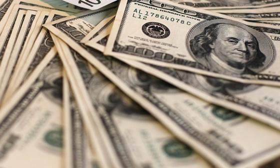 Dólar cotiza divisa a la alza