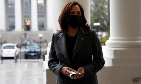 Arrestan a enfermera que amenazó con matar a Kamala Harris