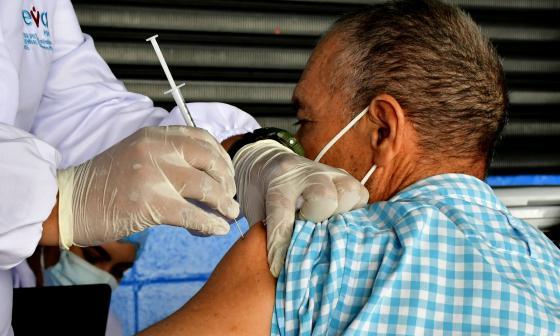 Gobernadora reitera llamado a adultos mayores a vacunarse