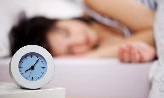 Dormir menos de seis horas aumentaría el riesgo de padecer demencia