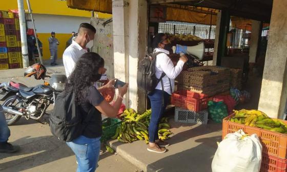 Entregan 800 tapabocas en Mercado de Bazurto