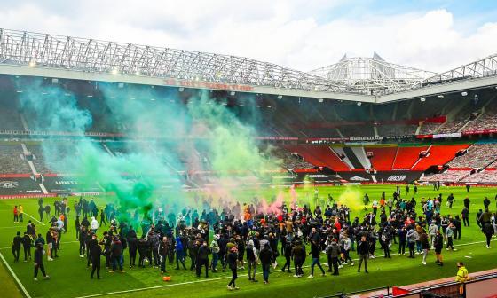 Aplazan el Manchester United vs. Liverpool tras las protestas aficionados