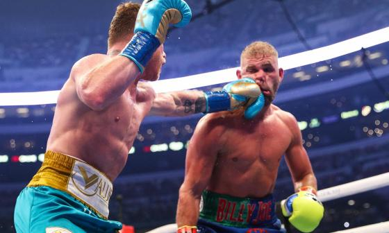 Canelo Álvarez vence a Billy Joe Saunders