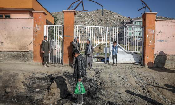 Elevan a 85 los muertos en el atentado contra una escuela femenina en Kabul
