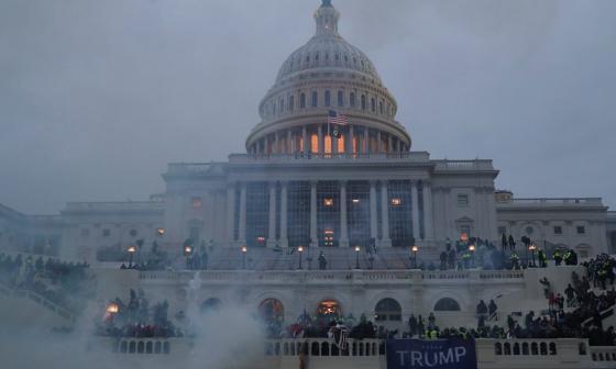 Arrestan a un marino activo por el asalto al Capitolio de EE. UU.