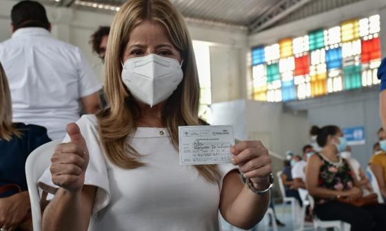 Gobernadora Elsa Noguera recibe primera dosis de vacuna contra covid-19