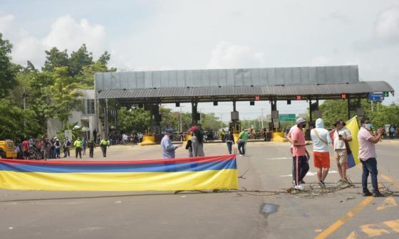 Bloqueo en Sabanagrande por protesta de comunidad
