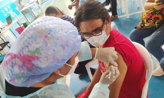 Inició vacunación en Soledad en personas entre 45 y 49 años sin comorbilidades