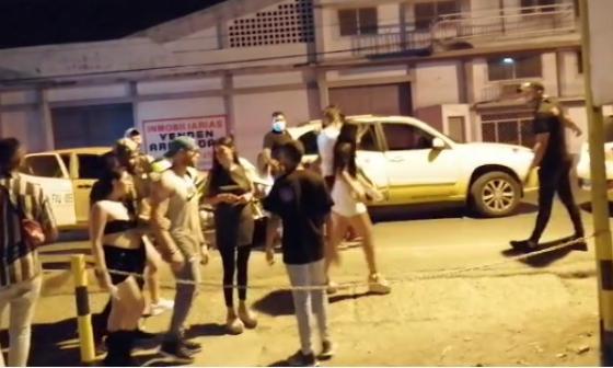 Sorprenden a 58 personas en fiesta clandestina en Cartagena
