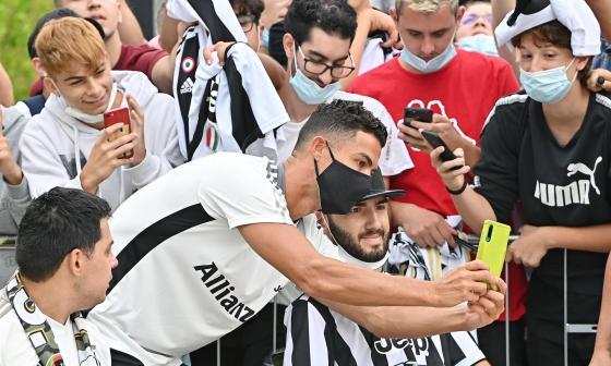 Cristiano Ronaldo, ovacionado en su regreso al centro deportivo del Juventus