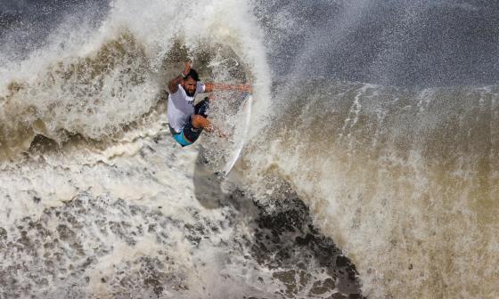 Italo Ferreira, de surfear con tablas de icopor a ganar el oro olímpico