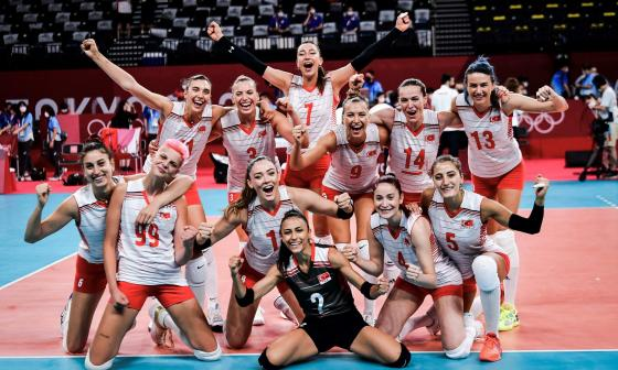 """Islamistas consideran """"mal ejemplo para las niñas"""" a voleibolistas turcas"""