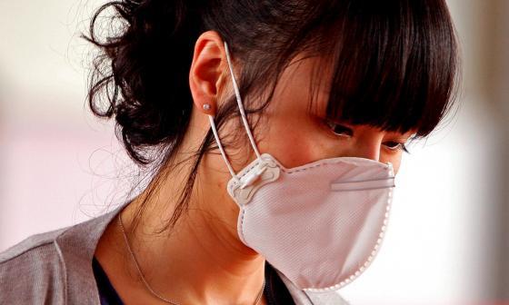 EE.UU. pide a vacunados llevar mascarilla en interiores en casi todo el país