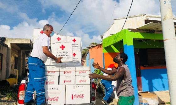 Cruz Roja realiza la campaña de la banderita para conmemorar sus 106 años