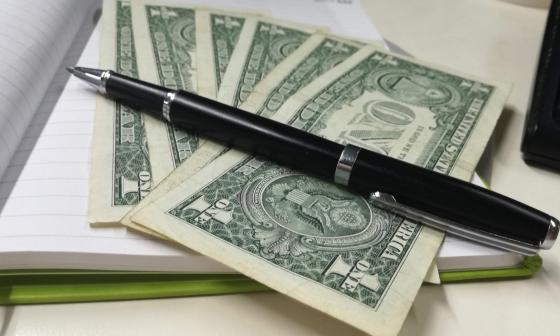 El dólar se cotiza por debajo de los $3.900