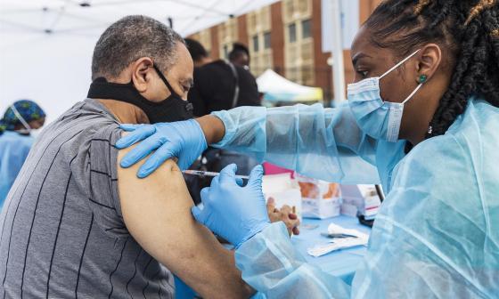 Este es el panorama de vacunación contra la covid-19  en América