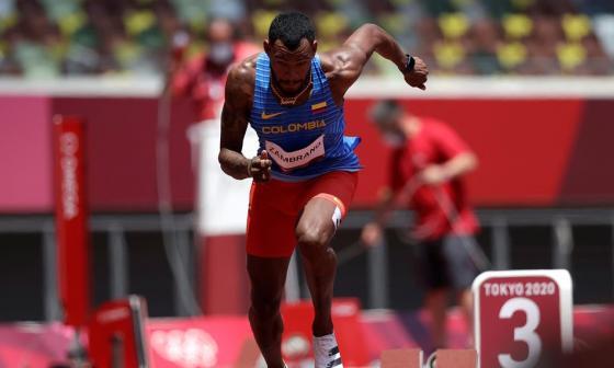 Anthony Zambrano voló y clasificó a las semifinales en los 400 metros