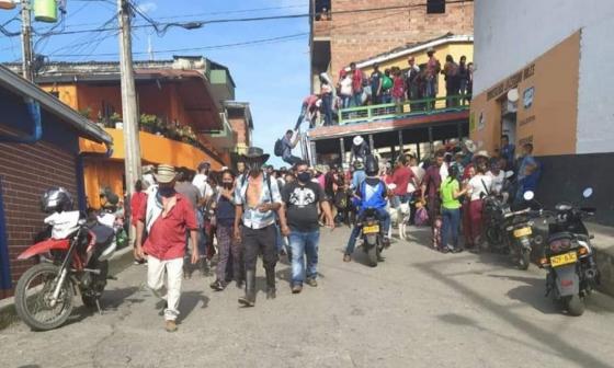 Cerca de 800 de los 4.000 desplazados en Ituango deciden volver a sus casas