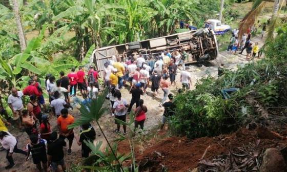 Un muerto y ocho heridos al volcarse bus en Antioquia que transportaba deportistas