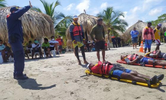 La Dimar instruye sobre emergencias en el mar en Coveñas