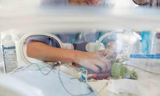 La voz materna reduce los signos de dolor en los bebés prematuros