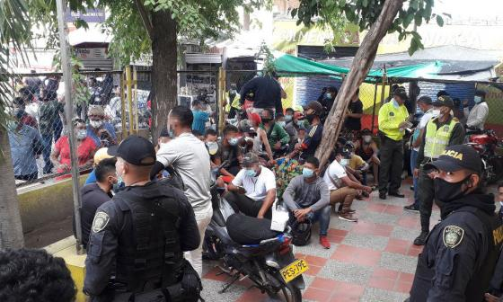 Policía se tomó el mercado de Riohacha para combatir la delincuencia