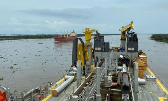 Bartolomeu Dias regresa  Bocas de Ceniza para reiniciar dragado