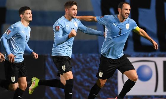 Uruguay goleó a Bolivia y se afianza en la zona de clasificación