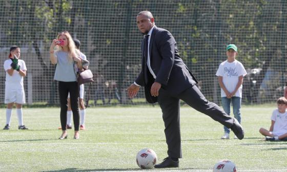 Roberto Carlos y Geremi apoyan proyecto del nuevo calendario de la Fifa
