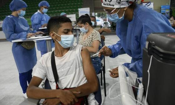 Personas mayores de 12 años podrán vacunarse con vacuna de Moderna