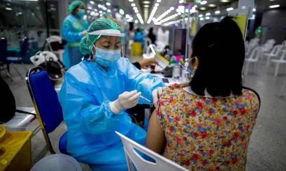 Los casos de covid-19 bajan en el mundo por segunda semana consecutiva