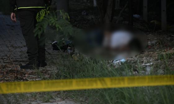 Policía impide a reportero gráfico tomar fotos de un homicidio
