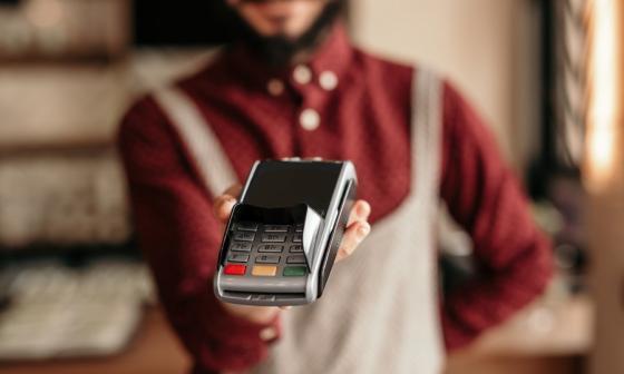 Aumento de las comisiones por pagos con datáfono preocupa a comerciantes
