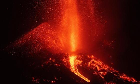 Volcán de La Palma: lava arrasa ya mas de 860 hectáreas y obliga a mas evacuaciones