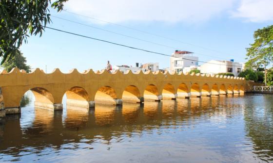 Autoridades limpian caño Chimalito en Lorica para evitar rebosamientos