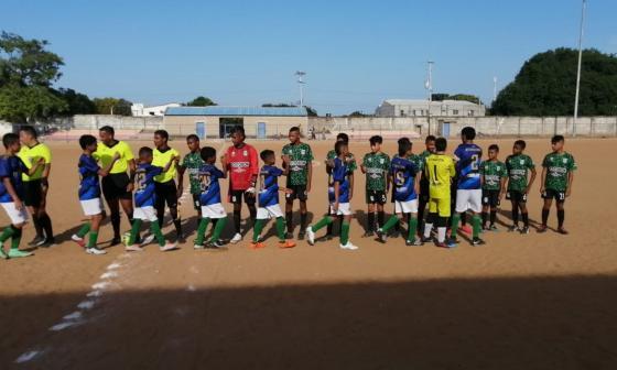 Selección de fútbol guajira recolecta fondos con una rifa