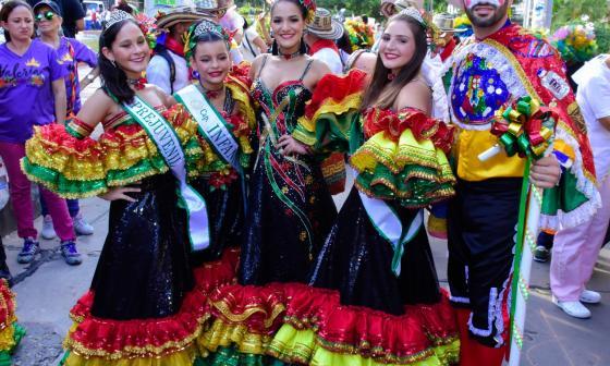 Desfile de la Danza del Garabatico del Country Club